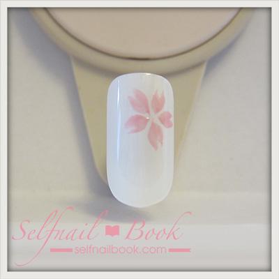ジェルネイルで描く「桜のアート」のやり方4