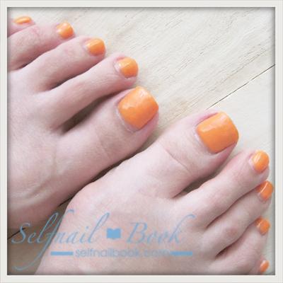 Myネイル|季節外れのネオンオレンジのフットネイル1
