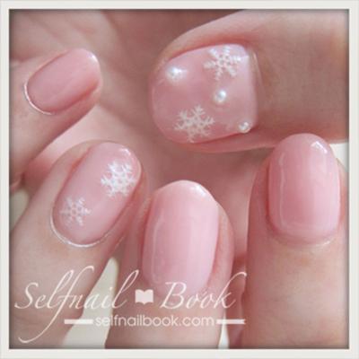冬のネイルデザイン!ピンク×雪の結晶×パールでかわいさ3倍-1