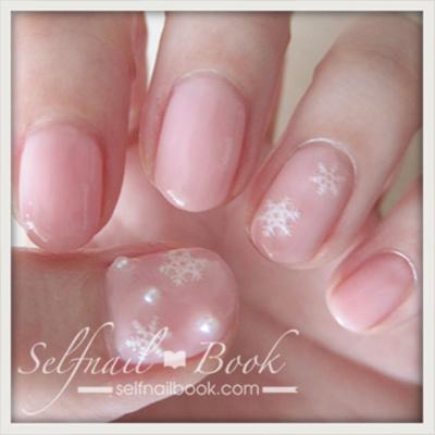 冬のネイルデザイン!ピンク×雪の結晶×パールでかわいさ3倍-4