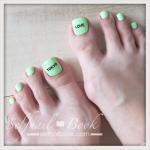Myネイル|ポップグリーンの夏フットネイル