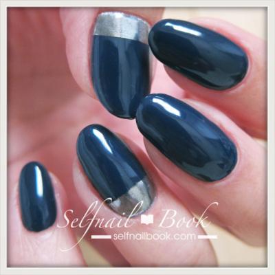 くすみブルーのミラーネイルデザイン1