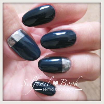 くすみブルーのミラーネイルデザイン2