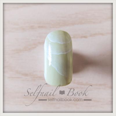 ピスタチオカラーの大理石ネイルデザインのやり方2