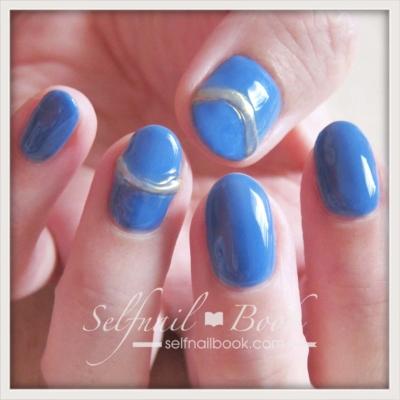 青で仕上げる簡単セルフネイル1